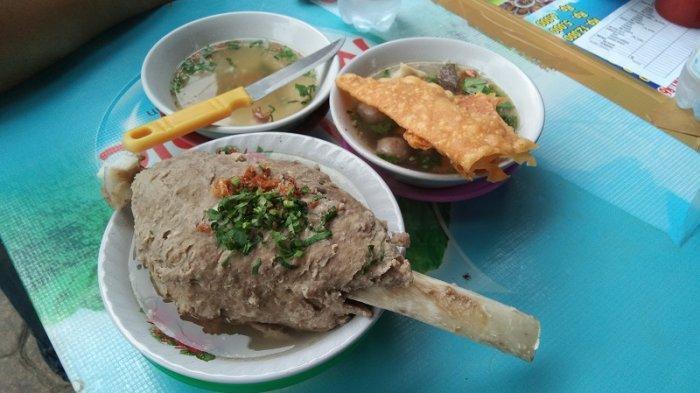 Menikmati Kelezatan Bakso Iga Seberat 1 Kilogram di Warung Arema Ndeso 86, Kota Medan