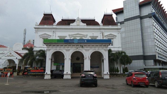 Sejarah Gedung Standard Chartered Bank, Bekas Gedung Gouverneurs huis te Medan di Sumatera Utara