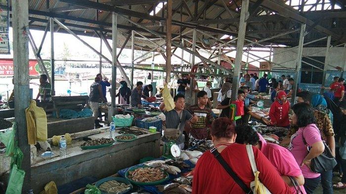 Menyantap Kelezatan Ikan Laut Segar Sepuasnya di RM Terapung, Desa Bagan Percut Ujung, Deliserdang - tempat-pelelalang-ikan-tpi.jpg