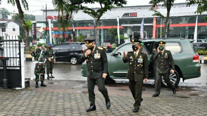 Dandim 0201/BS Dampingi Pangdam I/BB Pimpin Ziarah ke TMP Bukit Barisan Medan