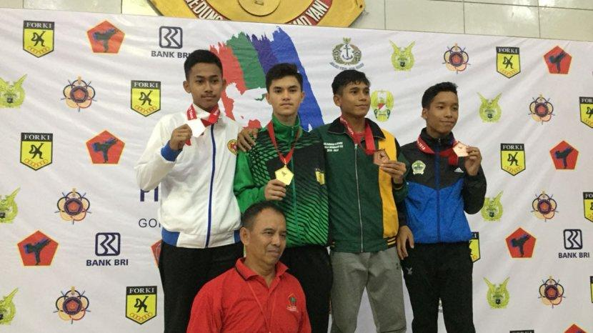 Rizky-Lawyer-dua-dari-kiri-saat-menjadi-juara-1-Piala-Panglima-TNI-tahun-2019.jpg
