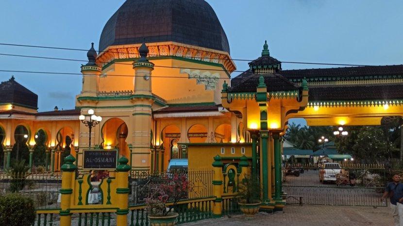 masjid-raya-al-osmani-saksi-sejarah-pusat-peradaban-islam-di-kota-medan.jpg