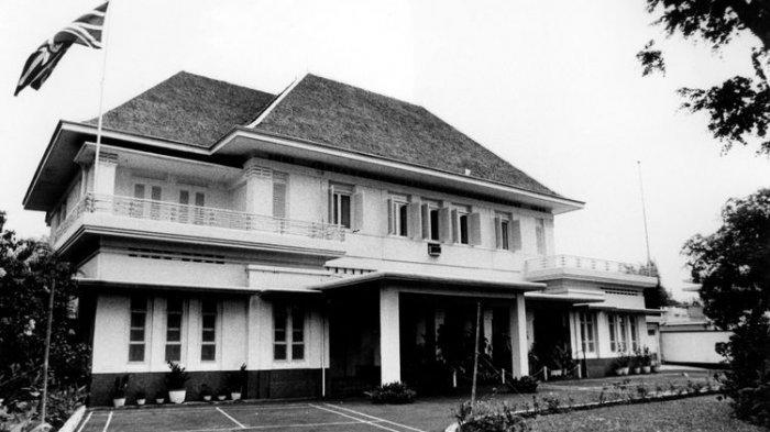 Rumah Laksamana Maeda terletak di Jalan Imam Bonjol Nomor 1, Jakarta Pusat