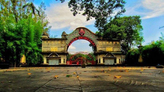 1-Taman-Sriwedari.jpg