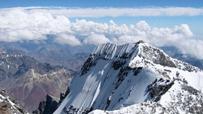 2-Gunung-Jayawijaya.jpg