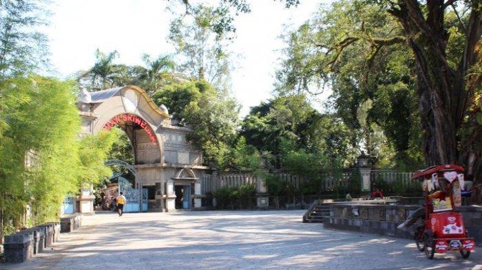 Pintu Masuk Taman Sriwedari