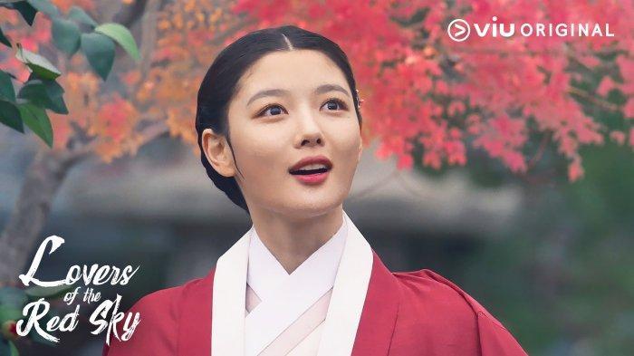 5-Masalah-yang-Dihadapi-Kim-Yoo-Jung-di-Drakor-Lovers-of-The-Red-Sky-selain-Urusan-Cinta.jpg