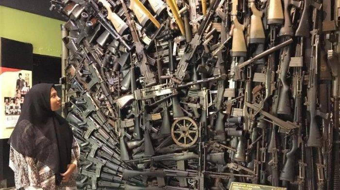 Weapon Box menjadi spot foto menarik yang ada di Museum Pusat TNI AD (Dharma Wiratama)