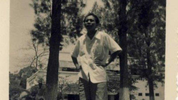 A.S. Dharta sastrawan Indonesia sekaligus pendiri Lekra.