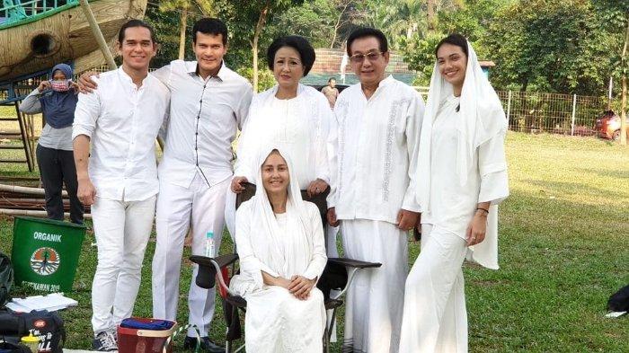 Anwar Fuady bersama dengan para pemain sinetron Samudra Cinta