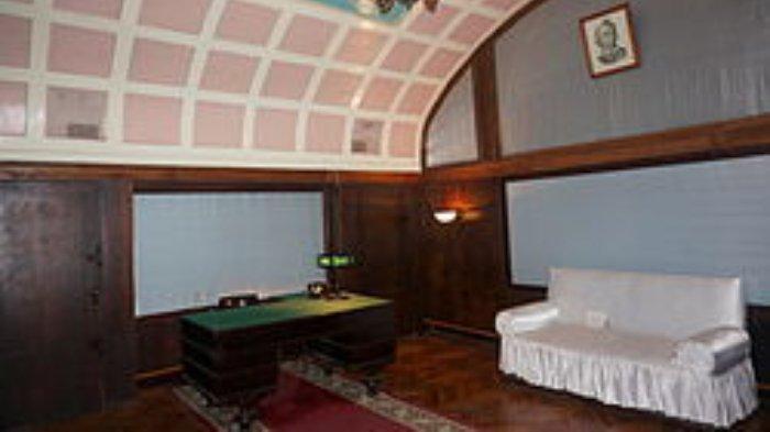 Kantor resmi Stalin di Bunker Stalin.