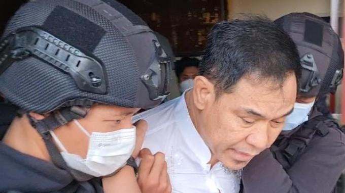 Eks-Sekretaris-Umum-FPI-Munarman-ditangkap-densus-88.jpg