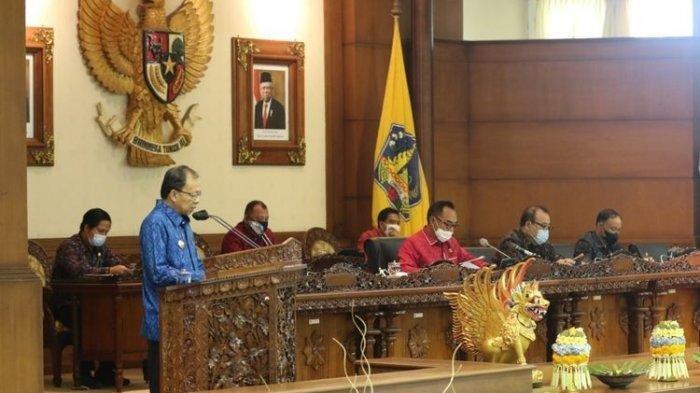 Gubernur-Bali-Wayan-Koster-dalam-sidang-Paripurna-DPRD-Bali-Senin-2862021.jpg