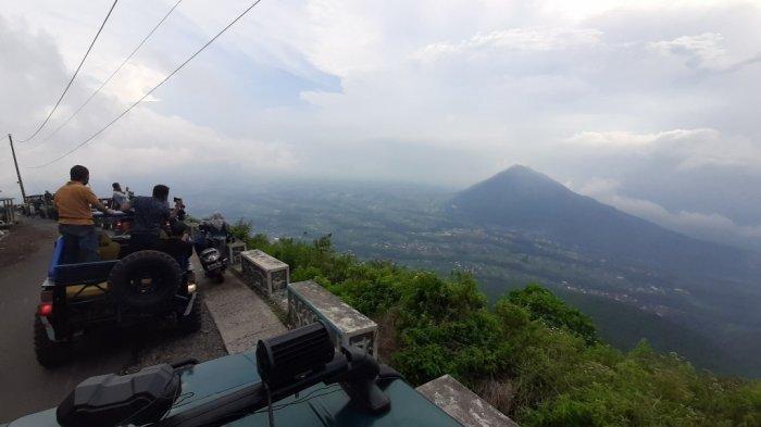 Gunung Telomoyo, Kecamatan Ngablak, Kabupaten Magelang dengan ruten yang menantang dan pemandangan yang indah.