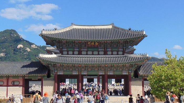 Gyeongbokgung-atau-Istana-Gyeongbok-di-Seoul.jpg