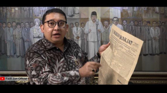 Fadli Zon menunjukkan koran Harian Rakyat dalam video yang diunggah di akun Youtube-nya.