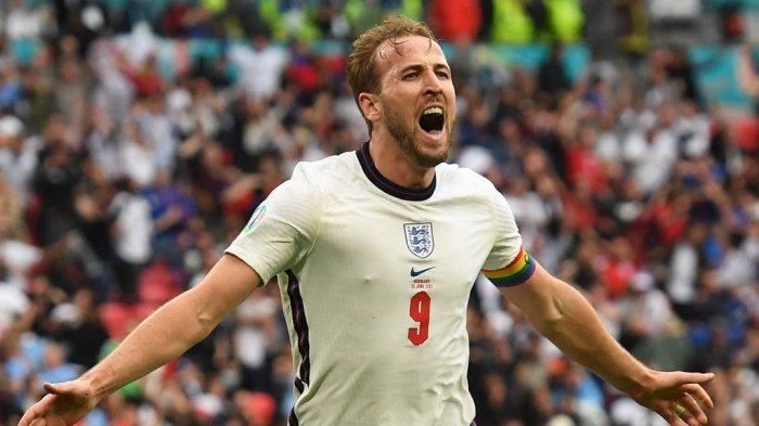 Pemain depan Inggris Harry Kane berselbrasi setelah mencetak gol kedua selama pertandingan sepak bola babak 16 besar UEFA EURO 2020 antara Inggris dan Jerman di Stadion Wembley di London pada 29 Juni 2021.