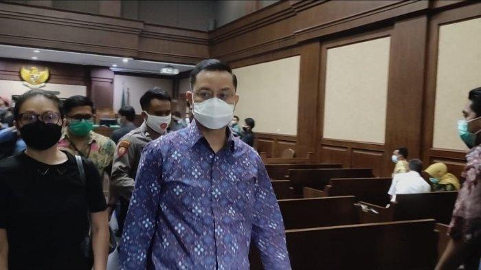 Mantan Menteri Sosial (Mensos), Juliari Batubara hadir sebagai terdakwa saat sidang lanjutan kasus korupsi Bantuan Sosial (Bansos) Covid-19 di Pengadilan Tipikor, Jakarta Pusat, Senin (21/6/2021). Sidang tersebut beragendakan mendengarkan 5 saksi yang dihadirkan tim Jaksa Penuntut Umum (JPU) pada Komisi Pemberantasan Korupsi (KPK).