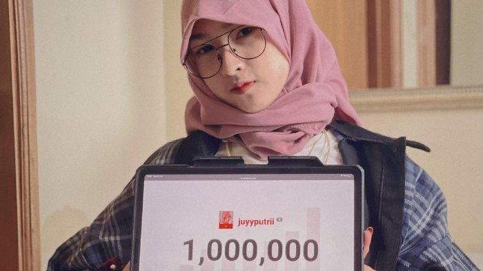 Profil Juyyputri, selain jati artis TikTok, ia juga dikenal sebagai YouTuber dengan satu juta subscribers.