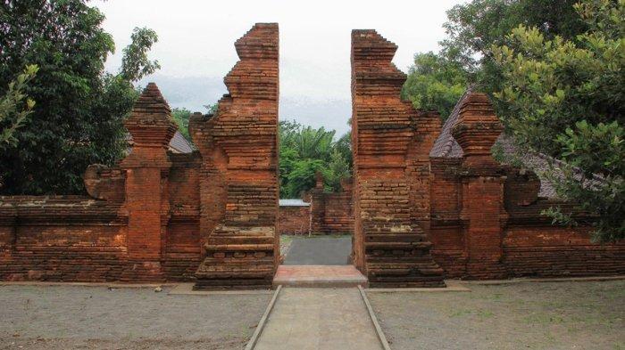 Bangunan dinding Keraton Kasepuhan dibangun dengan menggunakan bata merah