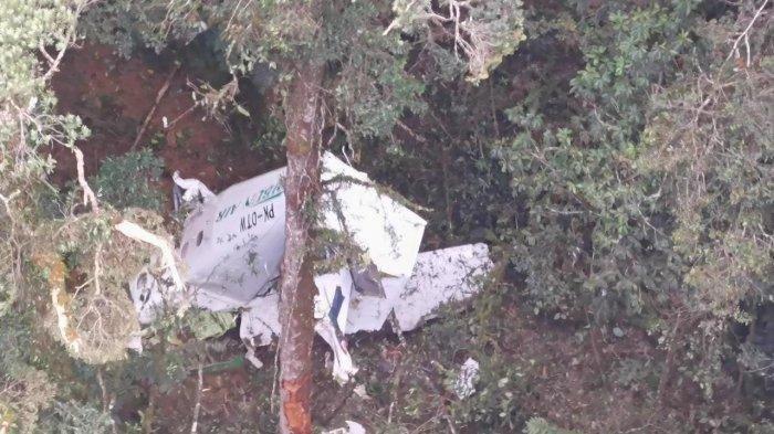 Kondisi Pesawat Rimbun Air cargo seri Twin Other 300 PK-OTW di Intan Jaya usai menabrak gunung.