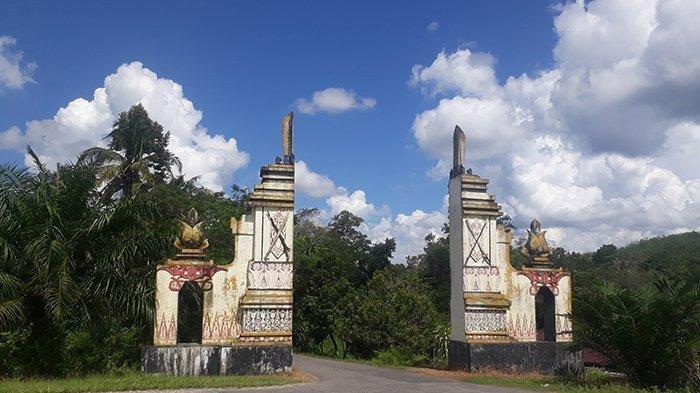 Gerbang Makam Juang Mandor.
