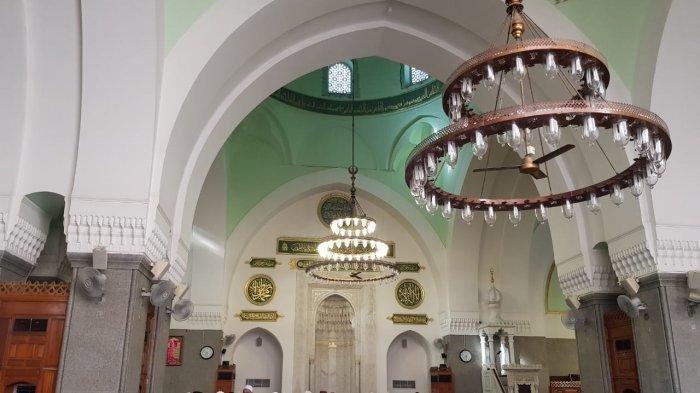 Bagian dalam Masjid Quba