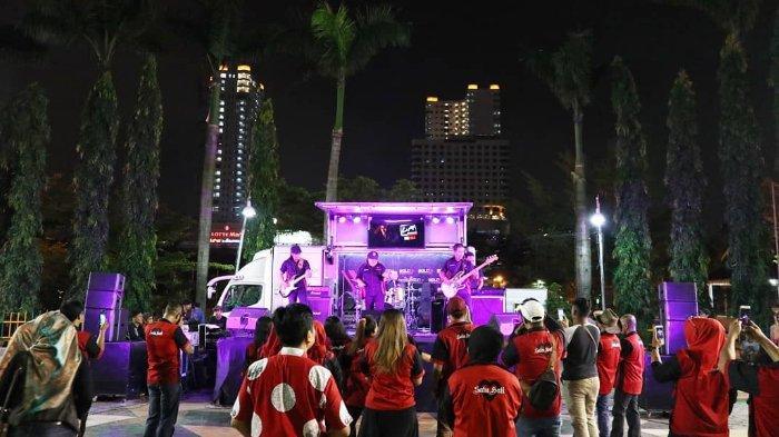 Hiburan musik di kawasan Merdeka Walk Medan