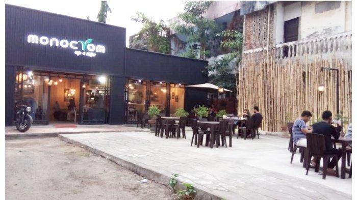 Monocrom-Cafe-and-Bistro.jpg