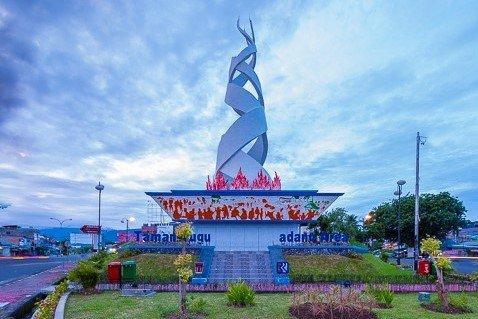 Monumen-Padang-Area.jpg