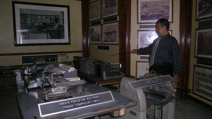 Koleksi mesin pencetak kuitansi di Museum Bumiputera 1912, Magelang, Jawa Tengah.