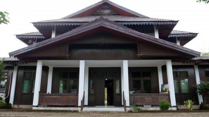 Gedung Koleksi di Museum Kalimantan Barat.