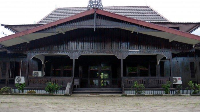 Gedung Tata Usaha di Museum Kalimantan Barat.