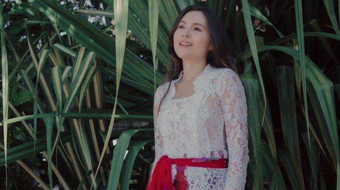 Olivia-Jensen-mengenakan-kebaya-saat-HUT-Kemerdekaan-RI.jpg
