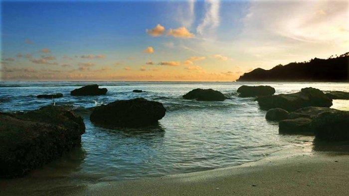 Pantai-Kali-Uluh-Pacitan.jpg