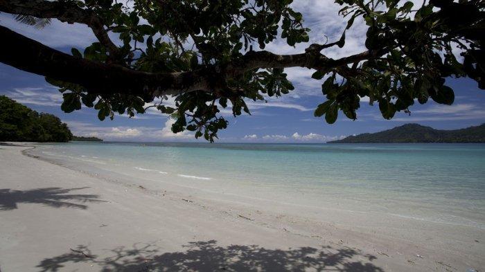 Pantai Natsepa, Maluku