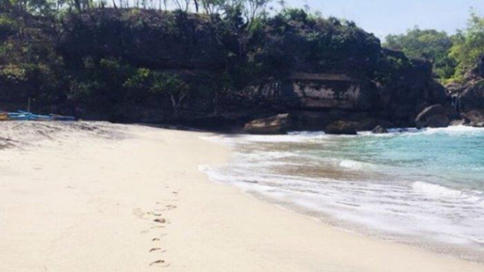Pantai-Wawaran-di-Pacitan.jpg