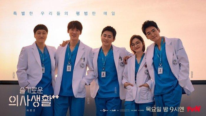 Para pemeran utama Hospital Playlist Season 2 (Instagram/@hospitalplaylist_official) (99)