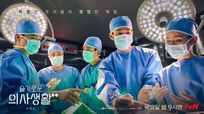 Para pemeran utama drama Korea Hospital Playlist Season 2 (99)