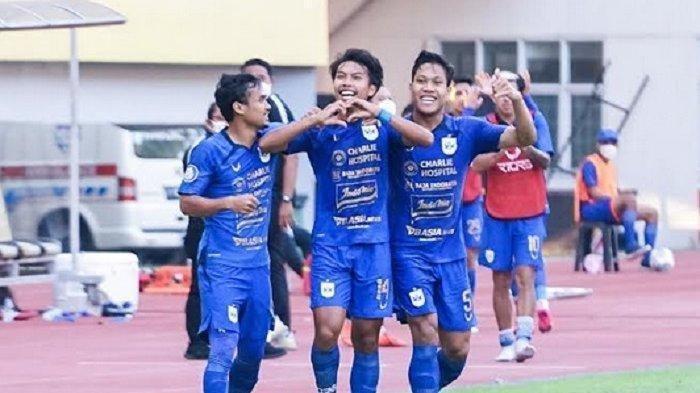 Pemain PSIS Semarang Riyan Ardiansyah merayakan gol yang ia cetak ke gawang Persela Lamongan pada laga pekan pertama Liga 1 2021 di Stadion Wibawa Mukti Cikarang, Sabtu (4/9/2021) .