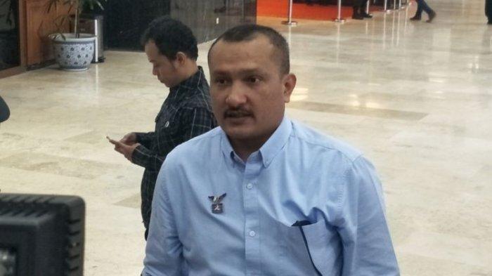 Pengamat politik Ferdinand Hutahaean menyebut pakar telematika Roy Suryo tak siap berdemokrasi.