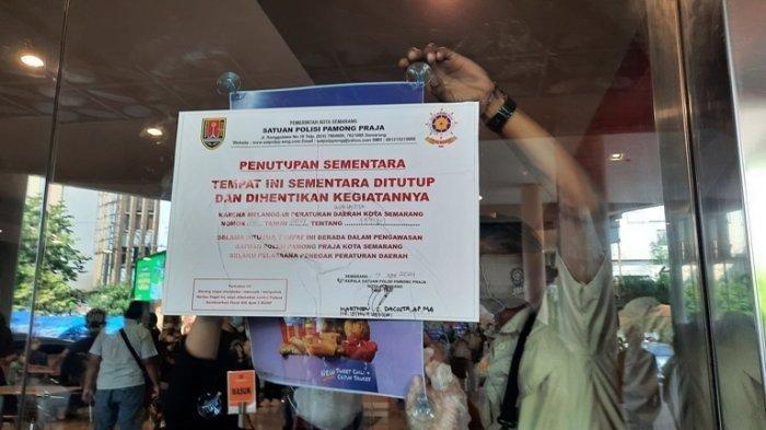 Petugas-Satpol-PP-Kota-Semarang-menutup-sementara-McDonalds-Mall-Ciputra.jpg