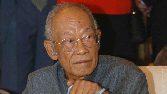 Pramoedya Ananta Toer salah satu anggota Lekra yang terkenal.