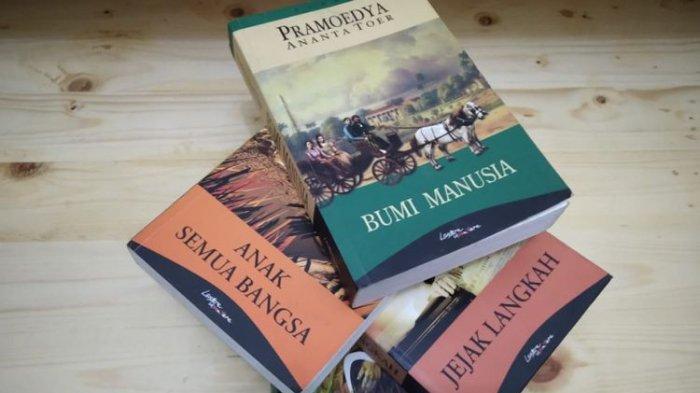 Tetralogi Buru karya Pramoedya Ananta Toer: Bumi Manusia, Anak Semua Bangsa, Jejak Langkah, dan Rumah Kaca.