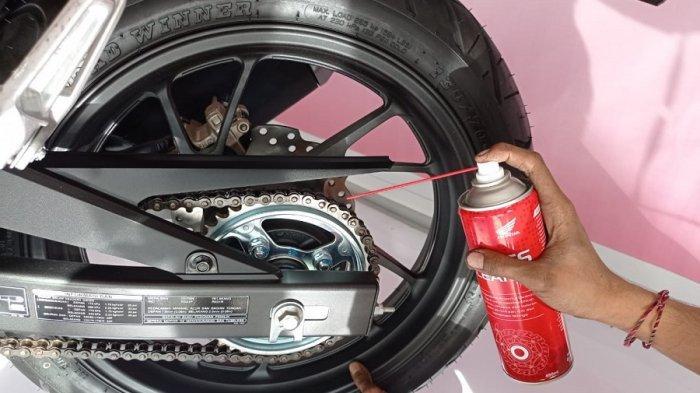 Rantai sepeda motor merupakan salah satu komponen penting pada sepeda motor tipe bebek maupun tipe sport