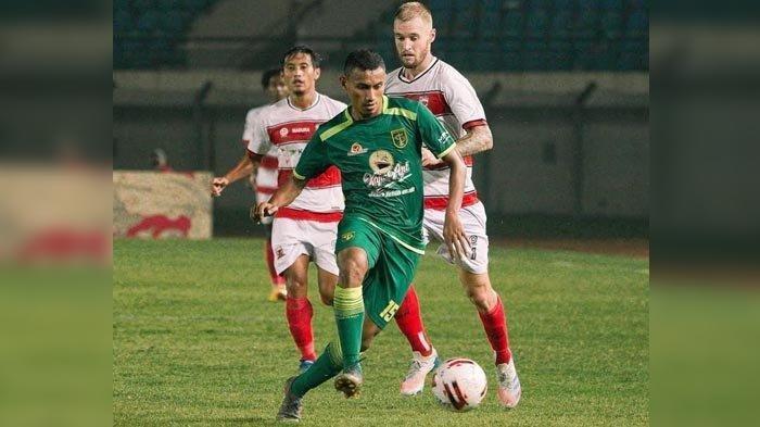 Rivaldi-Bawuo-saat-bagi-Persebaya-Surabaya.jpg