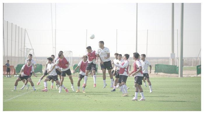 Sejumlah-pemain-Timnas-Indonesia-saat-melakoni-latihan-di-Uni-Emirat-Arab.jpg