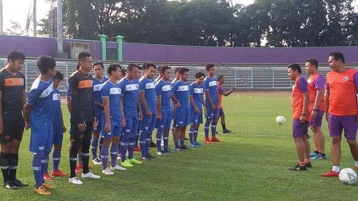 Skuad PSGC Ciamis dalam sesi latihan di Stadion Galuh Ciamis.