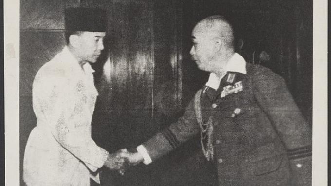 Soekarno-dan-Ketua-Dewan-Rakyat-Chuo-Sangi-In.jpg