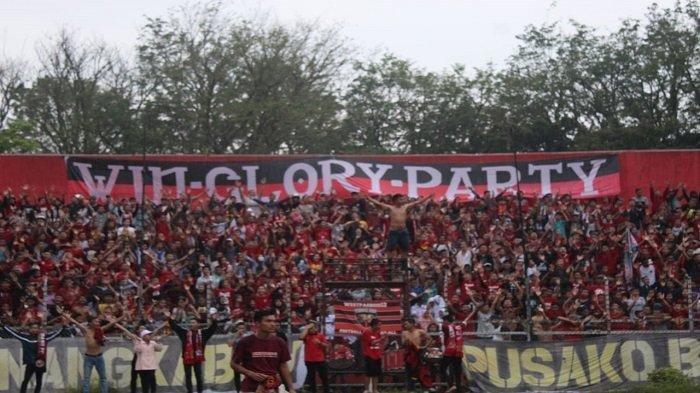 Spartacks-saat-mendukung-tim-Semen-Padang-FC.jpg